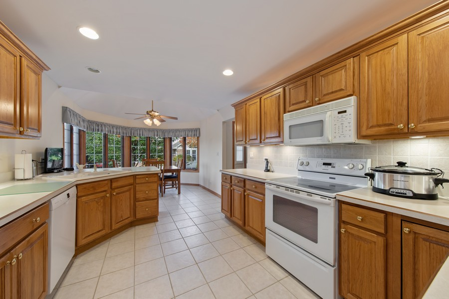 Real Estate Photography - 12219 Spire Drive, Lemont, IL, 60439 - Kitchen