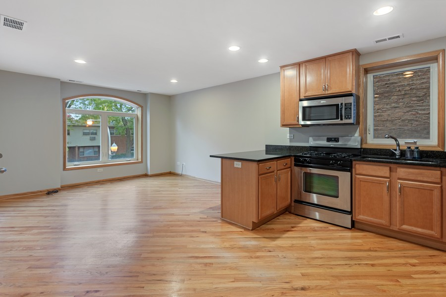Real Estate Photography - 3552 S Giles, 2S, Chicago, IL, 60653 - Living Room