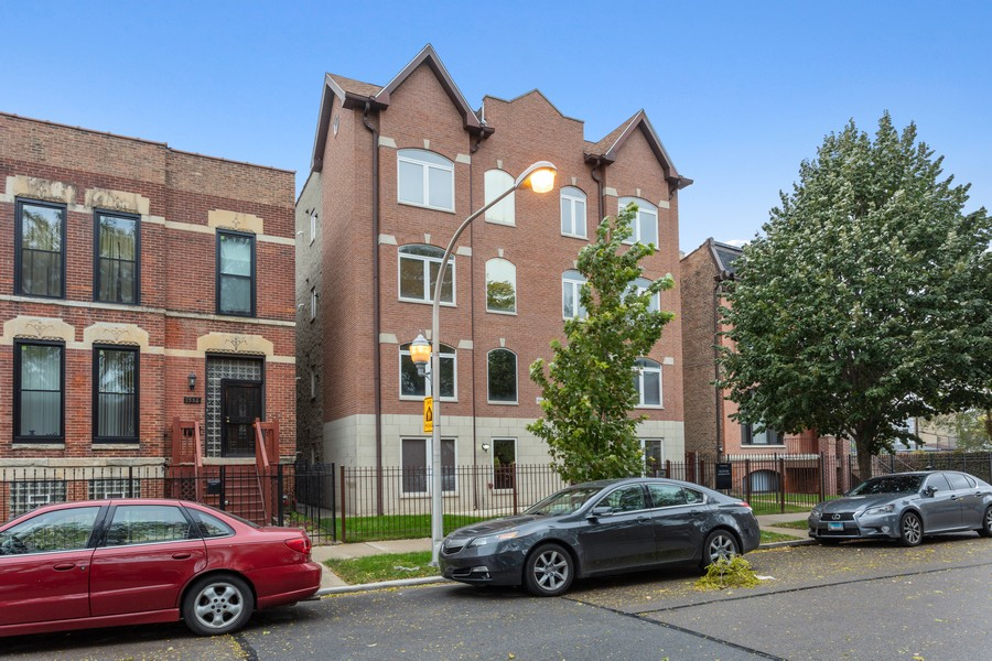 Real Estate Photography - 3552 S Giles, 2S, Chicago, IL, 60653 - Front View