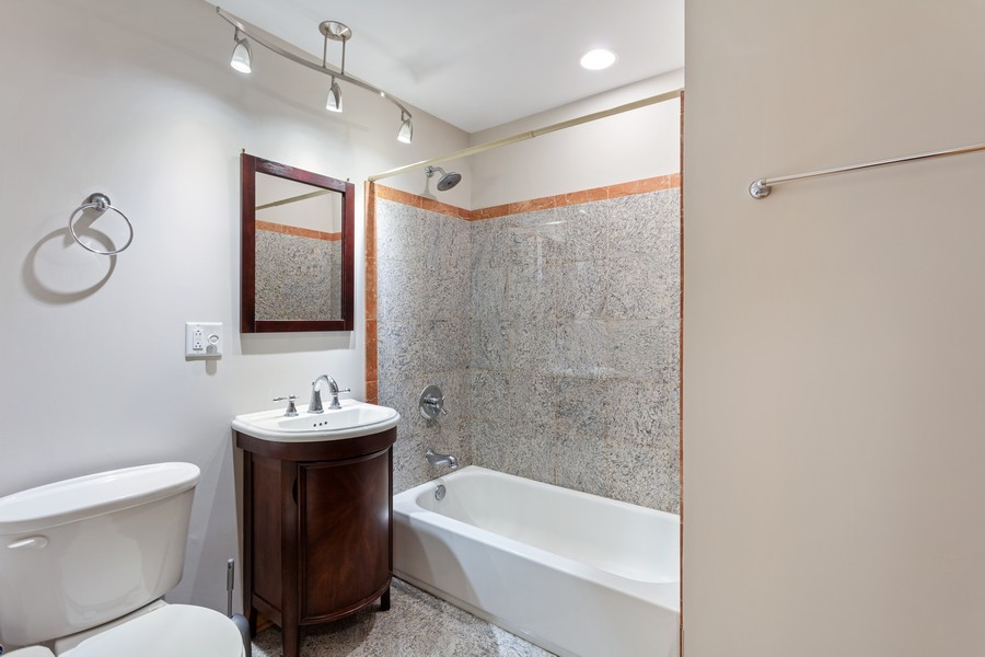Real Estate Photography - 3552 S Giles, 2S, Chicago, IL, 60653 - Bathroom