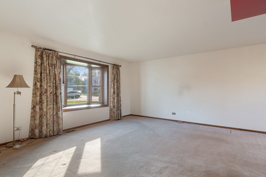 Real Estate Photography - 820 W Appletree Ln, Bartlett, IL, 60103 - Living Room