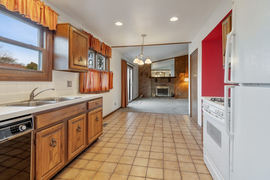 Real Estate Photography - 820 W Appletree Ln, Bartlett, IL, 60103 - Dining Room