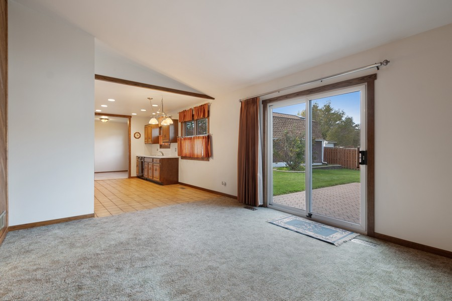 Real Estate Photography - 820 W Appletree Ln, Bartlett, IL, 60103 - Family Room