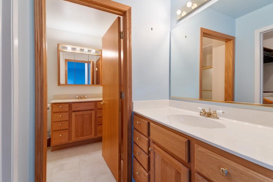 Real Estate Photography - 820 W Appletree Ln, Bartlett, IL, 60103 - Bathroom