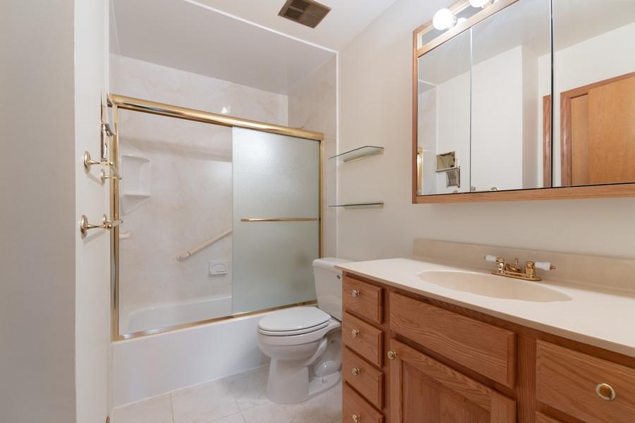 Real Estate Photography - 820 W Appletree Ln, Bartlett, IL, 60103 - 2nd Bathroom
