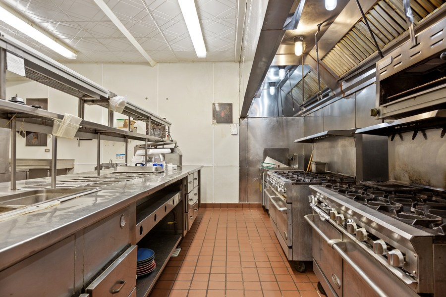 Real Estate Photography - 30 S. Prospect Ave., Clarendon Hills, IL, 60514 - Kitchen