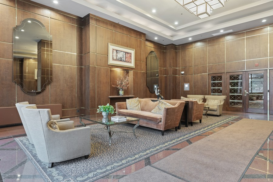 Real Estate Photography - 910 S Michigan Ave, Unit 1612, Chicago, IL, 60605 - Lobby