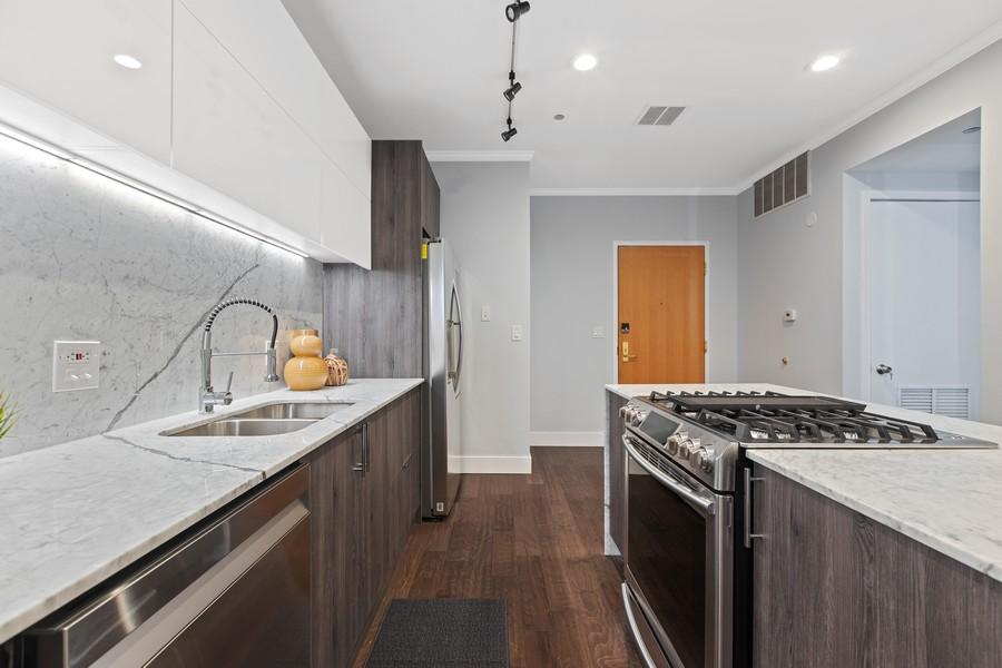 Real Estate Photography - 910 S Michigan Ave, Unit 1612, Chicago, IL, 60605 - Kitchen