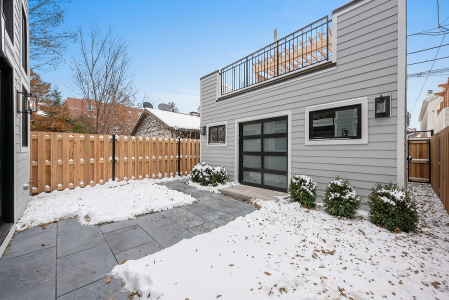 Real Estate Photography - 4100 N Oakley Ave, Chicago, IL, 60618 - Patio