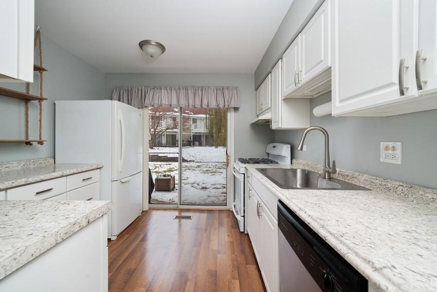 Real Estate Photography - 385 Springlake Ln, #B, Aurora, IL, 60504 -