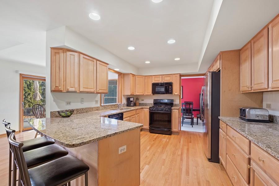 Real Estate Photography - 1201 Lockwood, Buffalo grove, IL, 60089 - Kitchen