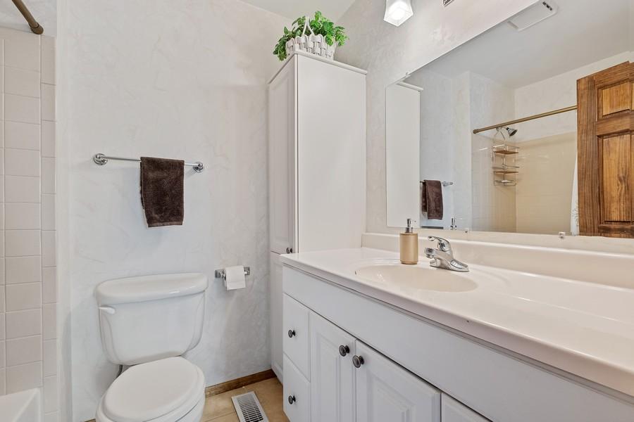 Real Estate Photography - 1201 Lockwood, Buffalo grove, IL, 60089 - 2nd Bathroom