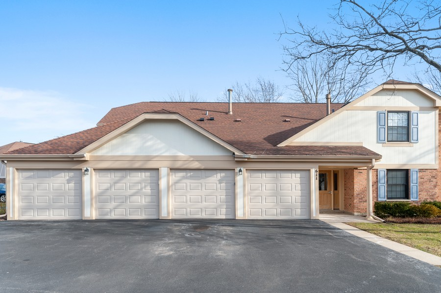 Real Estate Photography - 611 Ironwood Ct, Unit A1, Wheeling, IL, 60090 - Front View
