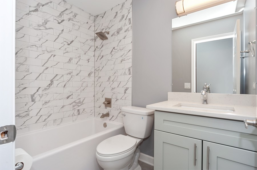 Real Estate Photography - 611 Ironwood Ct, Unit A1, Wheeling, IL, 60090 - 2nd Bathroom