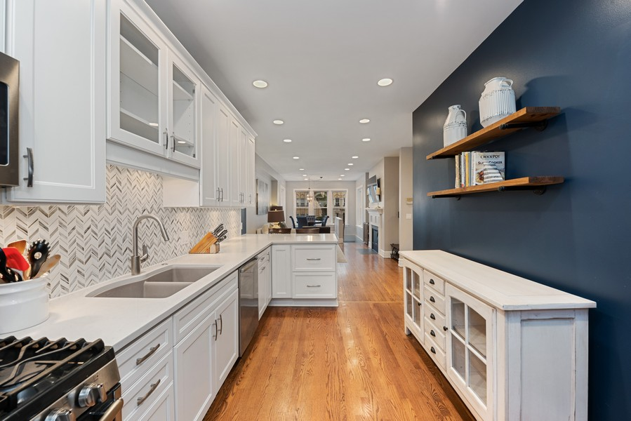 Real Estate Photography - 4902 N Hermitage Ave, Unit 1, Chicago, IL, 60640 - Kitchen