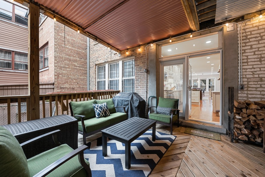 Real Estate Photography - 4902 N Hermitage Ave, Unit 1, Chicago, IL, 60640 - Deck