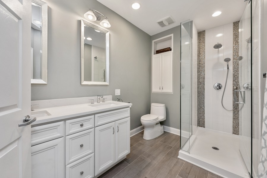 Real Estate Photography - 4902 N Hermitage Ave, Unit 1, Chicago, IL, 60640 - Bathroom