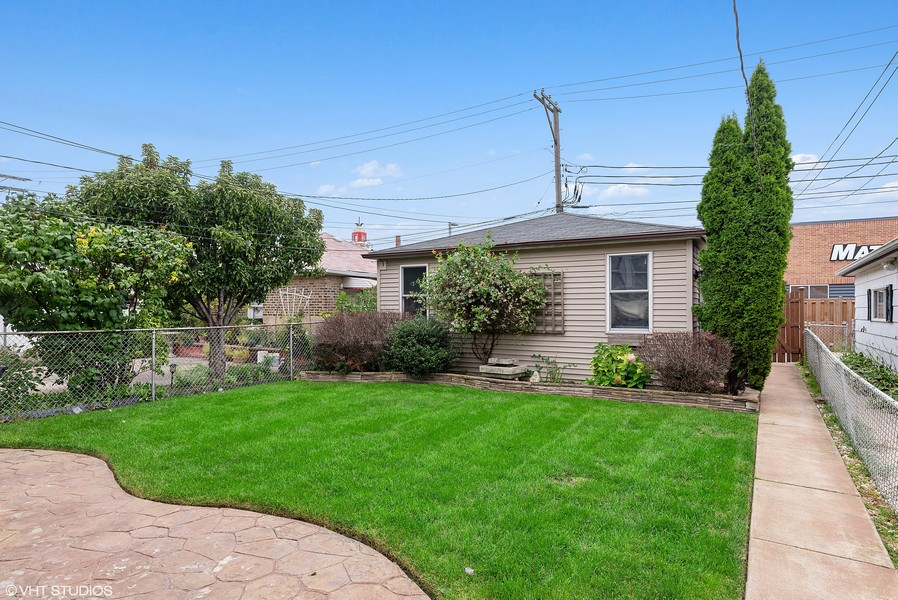 Real Estate Photography - 3655 N Artesian, Chicago, IL, 60618 - Lush Green landscaped Backyard