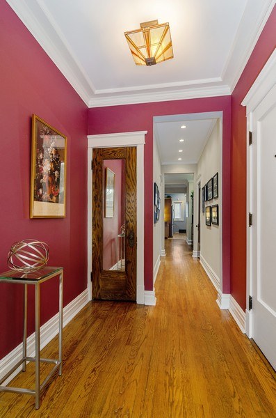 Real Estate Photography - 1330 W Elmdale, #2W, Chicago, IL, 60660 - Foyer