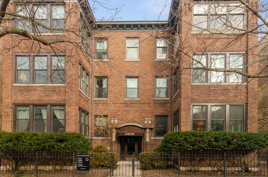 Real Estate Photography - 1330 W Elmdale, #2W, Chicago, IL, 60660 - Front View