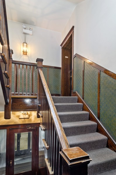 Real Estate Photography - 1330 W Elmdale, #2W, Chicago, IL, 60660 - Building Front Staircase