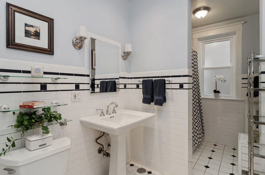 Real Estate Photography - 1330 W Elmdale, #2W, Chicago, IL, 60660 - Bathroom