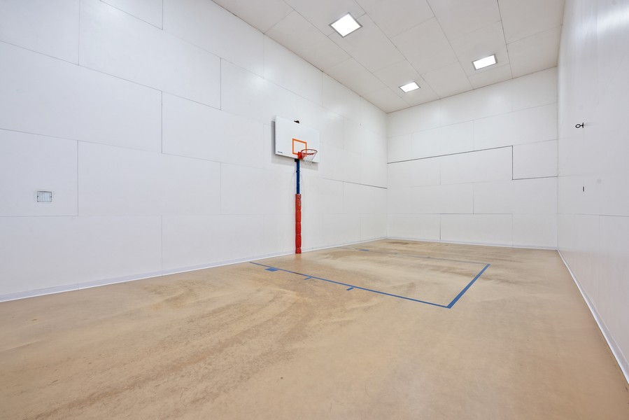 Real Estate Photography - 211 E Ohio, Chicago, IL, 60611 - Basketball Court