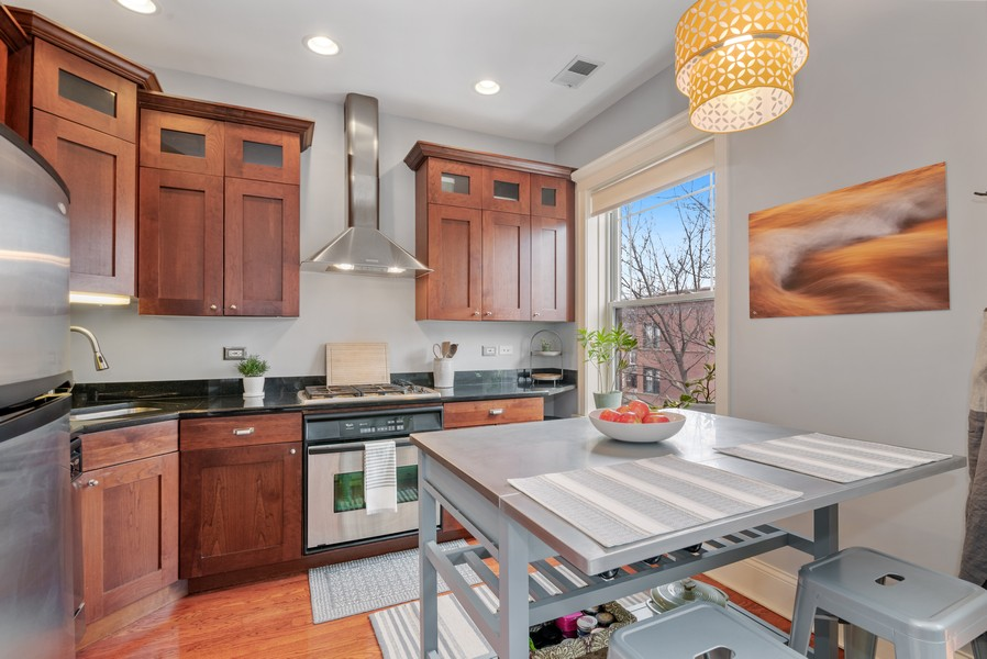 Real Estate Photography - 5609 N wayne, 3, Chicago, IL, 60660 - Kitchen