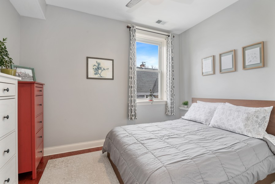 Real Estate Photography - 5609 N wayne, 3, Chicago, IL, 60660 - Bedroom