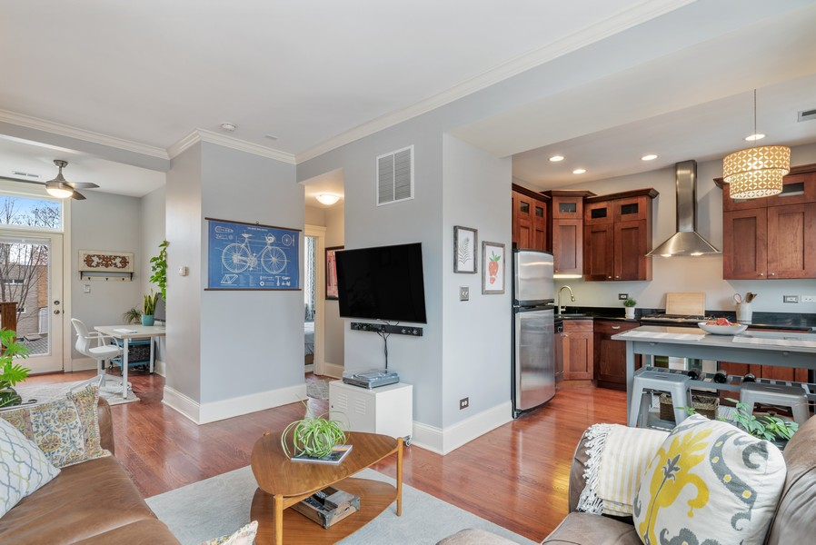 Real Estate Photography - 5609 N wayne, 3, Chicago, IL, 60660 - Great Room