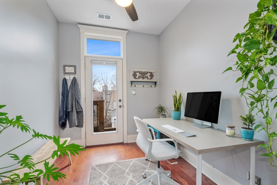 Real Estate Photography - 5609 N wayne, 3, Chicago, IL, 60660 - Den