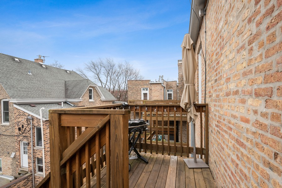 Real Estate Photography - 5609 N wayne, 3, Chicago, IL, 60660 - Deck