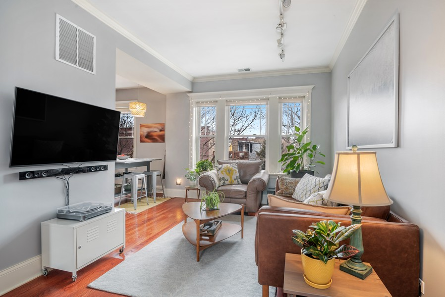 Real Estate Photography - 5609 N wayne, 3, Chicago, IL, 60660 - Kitchen / Living Room