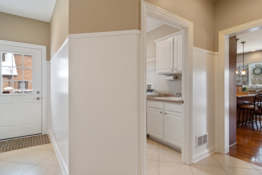 Real Estate Photography - 770 John Ct, Lake Zurich, IL, 60047 - Entryway