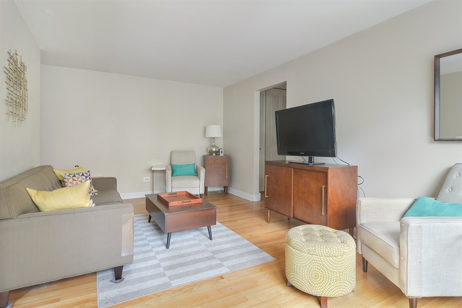 Real Estate Photography - 420 W Aldine, 322, Chicago, IL, 60657 - Living Room