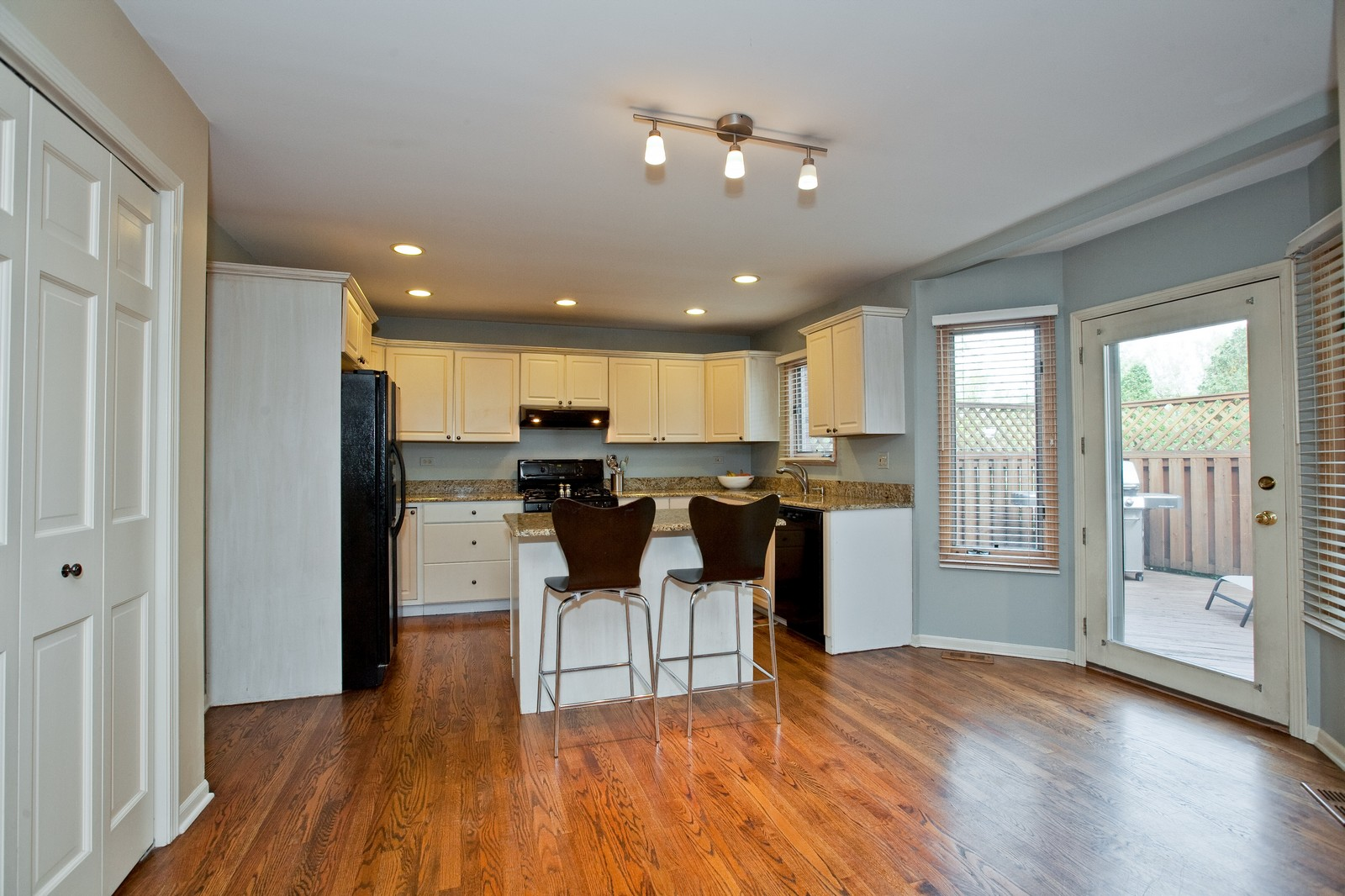Real Estate Photography - 1031 W. 119th St, Lemont, IL, 60439 - Kitchen / Breakfast Room