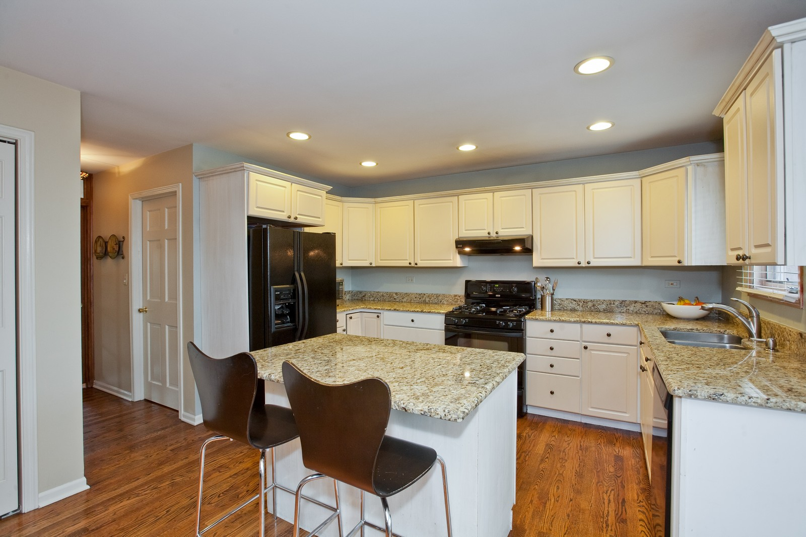 Real Estate Photography - 1031 W. 119th St, Lemont, IL, 60439 - Kitchen