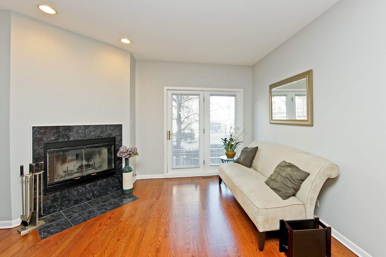 Real Estate Photography - 915 N. Racine Ave, 1NW, Chicago, IL, 60622 - Living Room