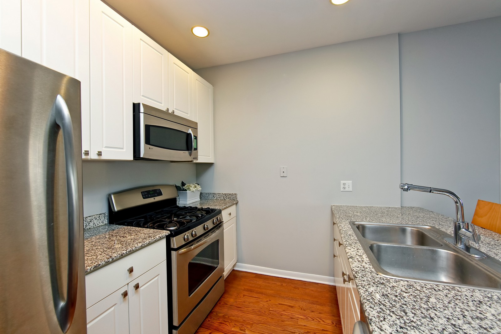 Real Estate Photography - 915 N. Racine Ave, 1NW, Chicago, IL, 60622 - Kitchen