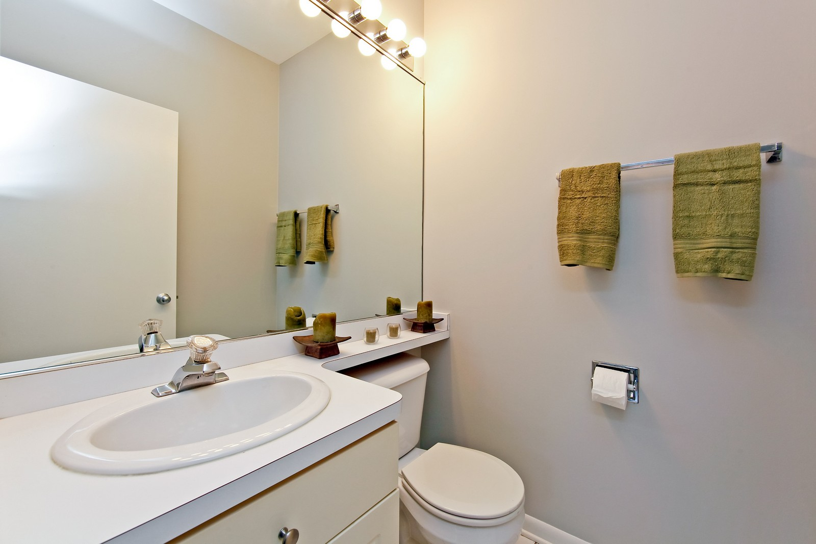 Real Estate Photography - 915 N. Racine Ave, 1NW, Chicago, IL, 60622 - Half Bath