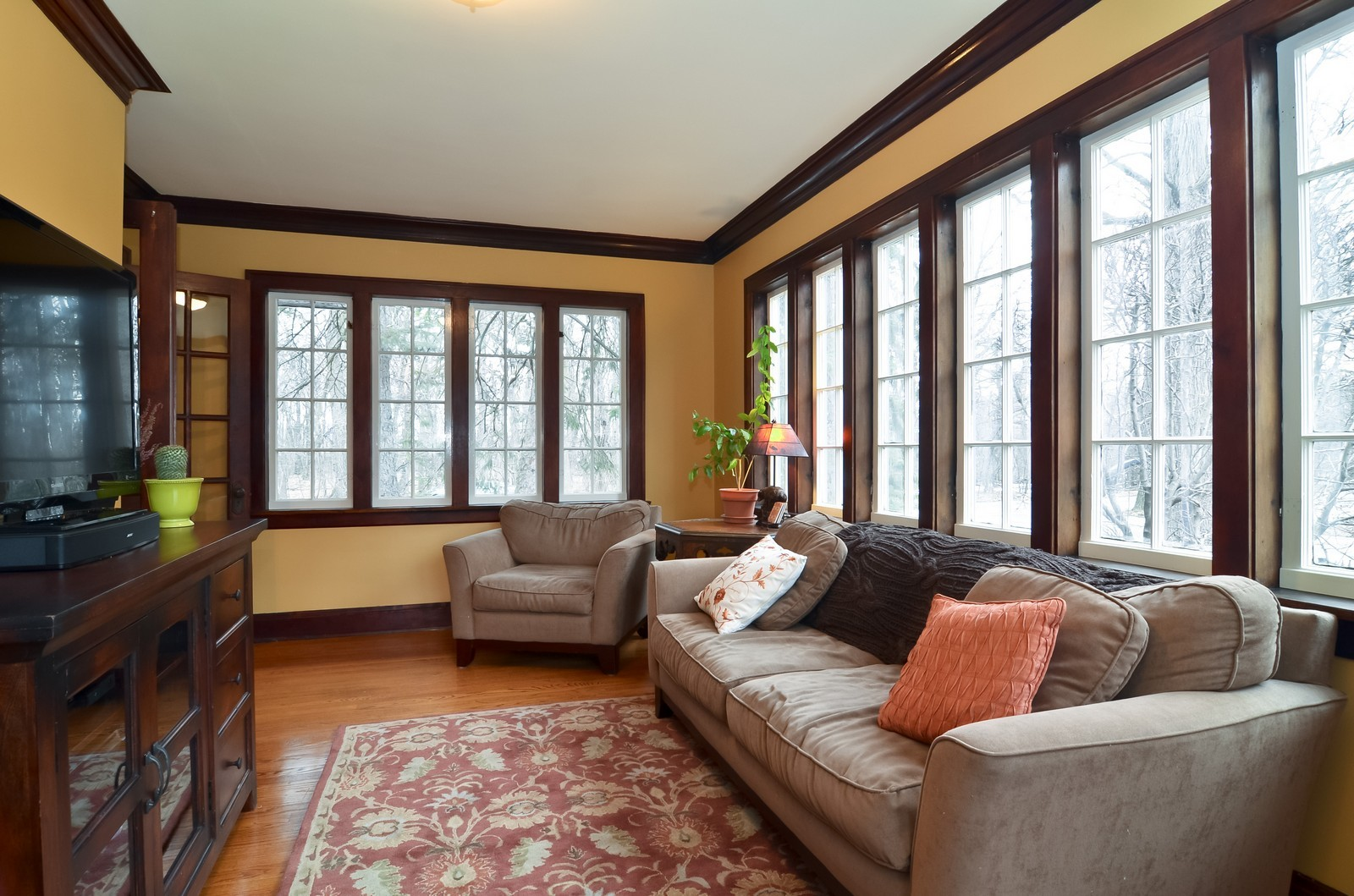 Real Estate Photography - 6270 N Louise, Chicago, IL, 60646 - Family Room