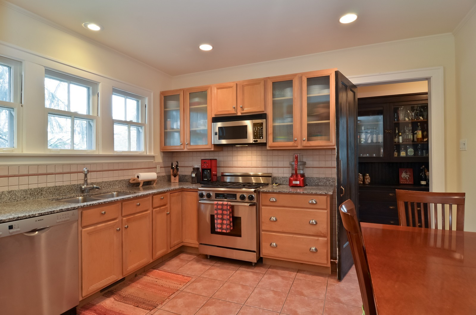 Real Estate Photography - 6270 N Louise, Chicago, IL, 60646 - Kitchen