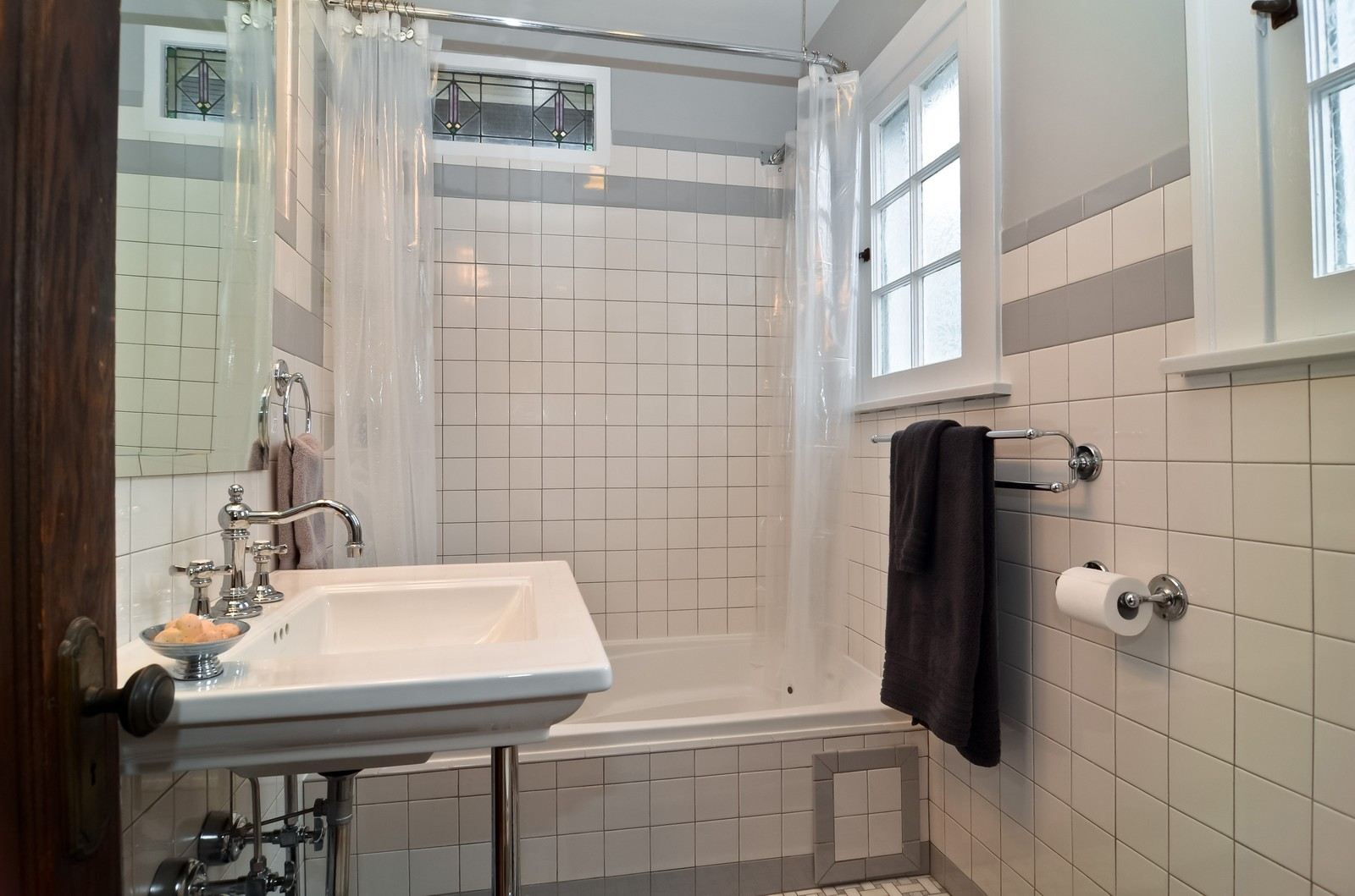 Real Estate Photography - 6270 N Louise, Chicago, IL, 60646 - Bathroom