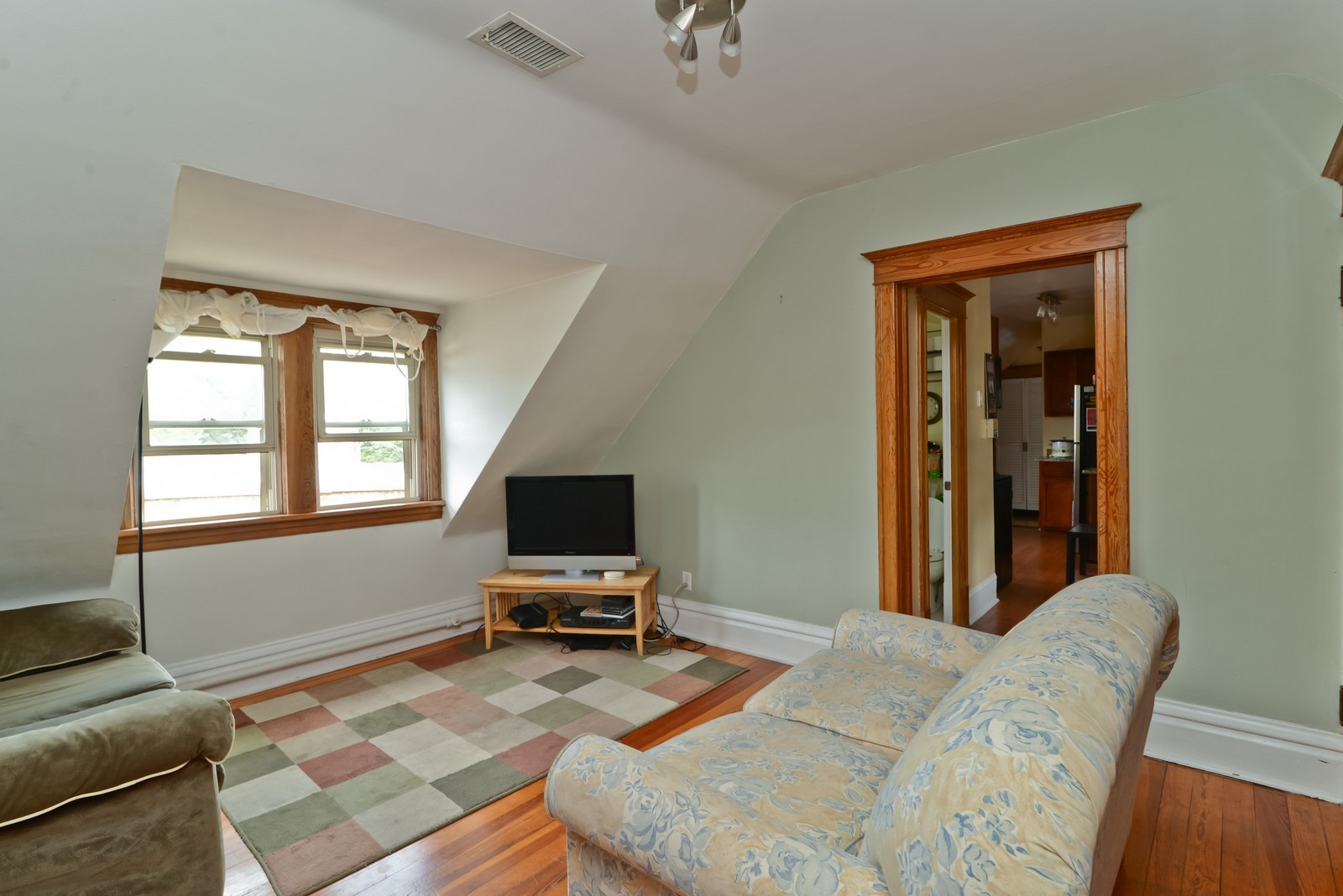 Real Estate Photography - 1221 W Draper, 3, Chicago, IL, 60614 - Living Room
