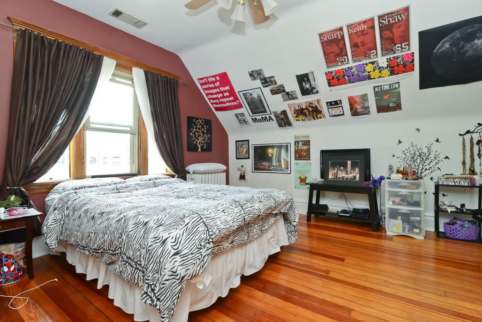Real Estate Photography - 1221 W Draper, 3, Chicago, IL, 60614 - Master Bedroom