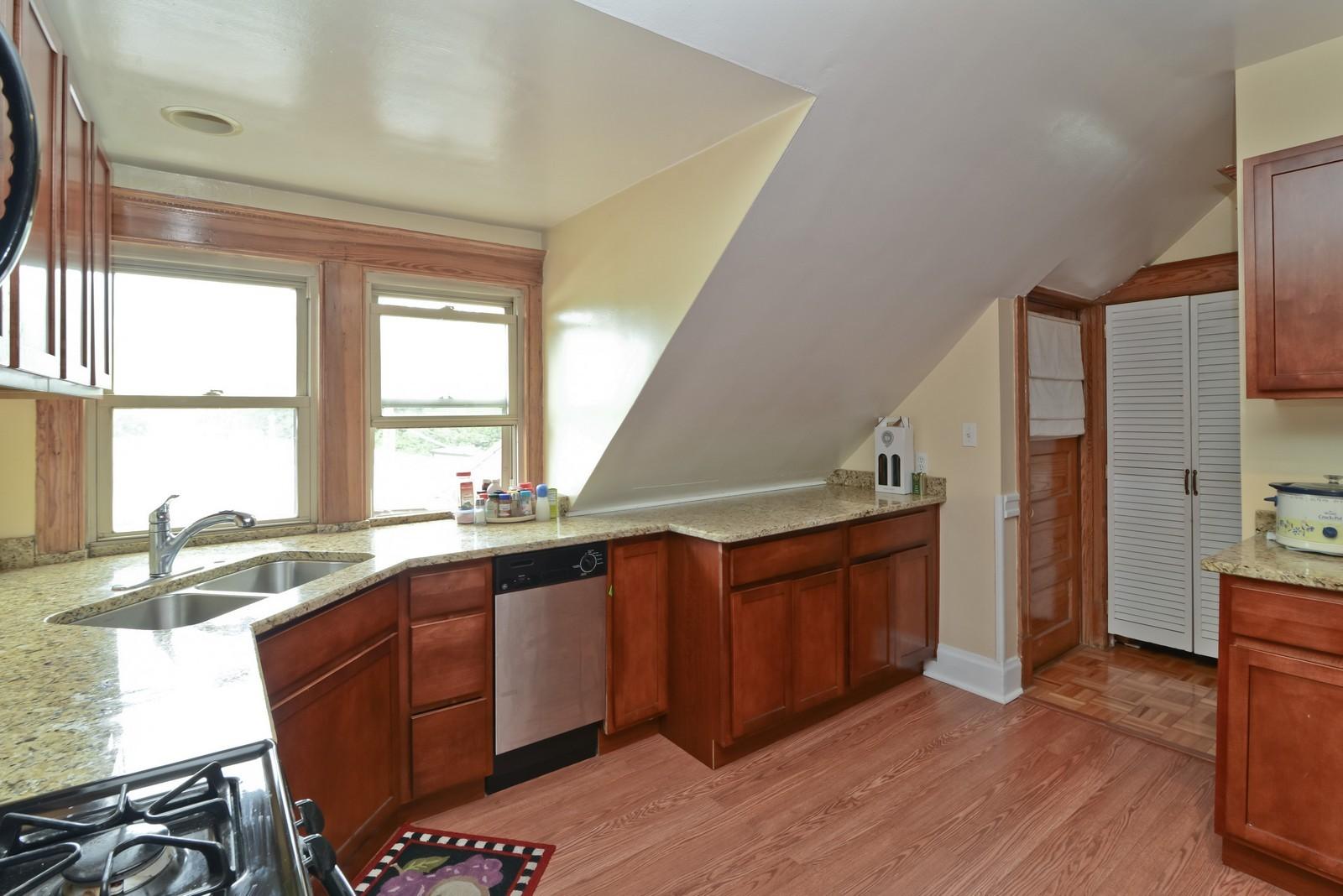 Real Estate Photography - 1221 W Draper, 3, Chicago, IL, 60614 - Kitchen