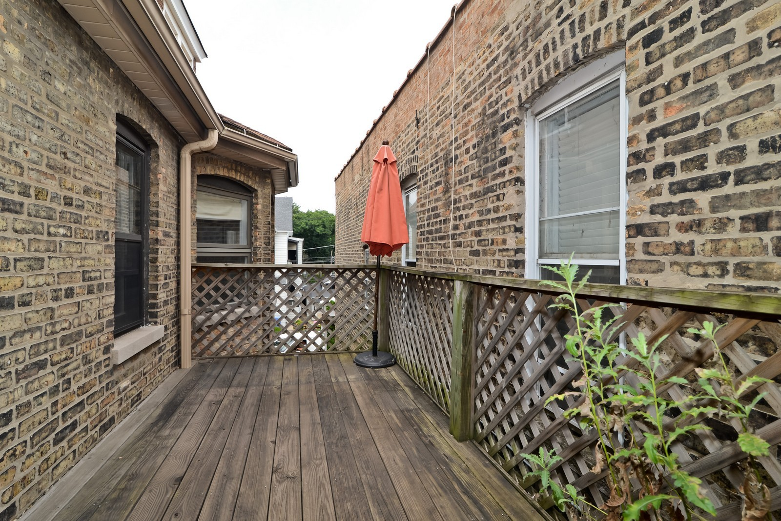 Real Estate Photography - 1221 W Draper, 3, Chicago, IL, 60614 - Common Sundeck