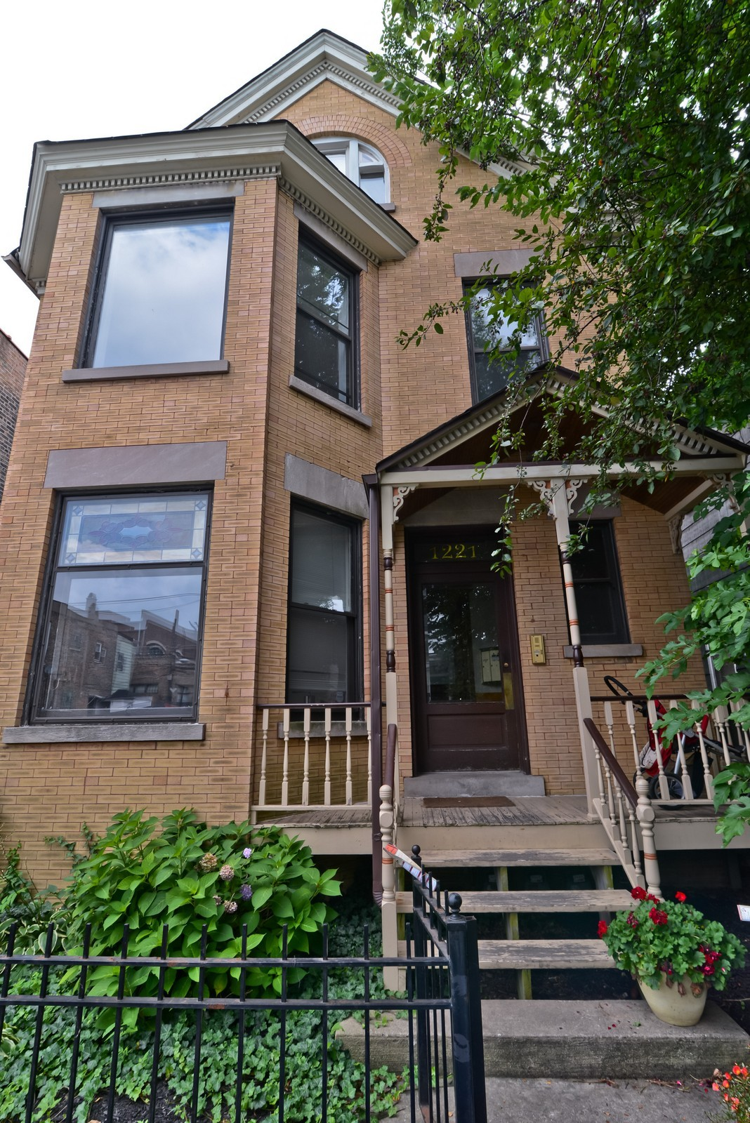 Real Estate Photography - 1221 W Draper, 3, Chicago, IL, 60614 - Front View