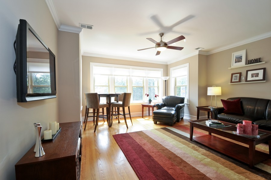 Real Estate Photography - 1928 W Addison, 2S, Chicago, IL, 60613 - Living Room