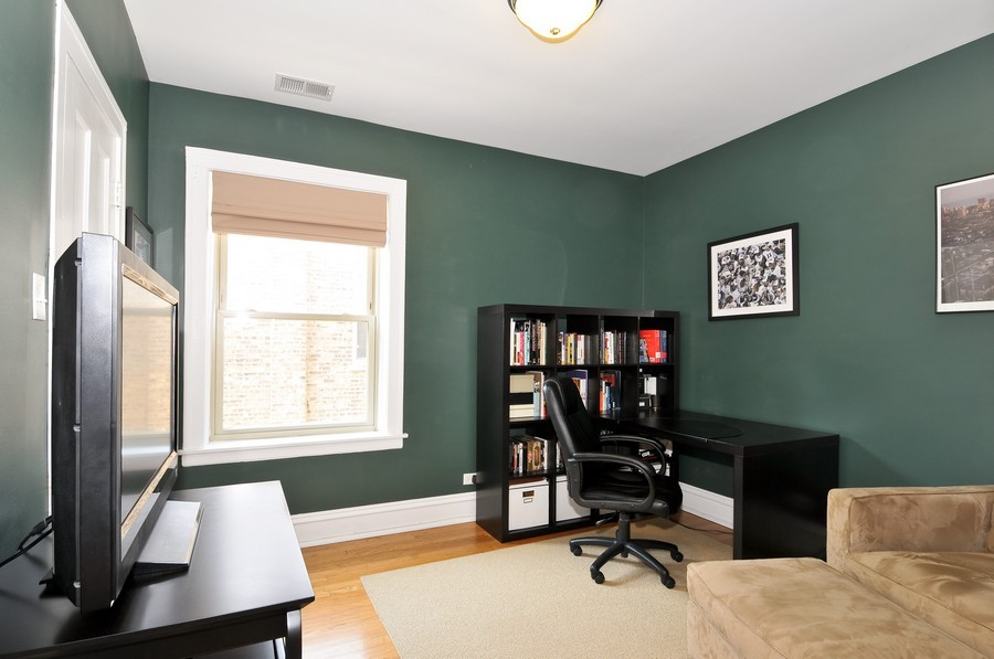 Real Estate Photography - 1928 W Addison, 2S, Chicago, IL, 60613 - 2nd Bedroom